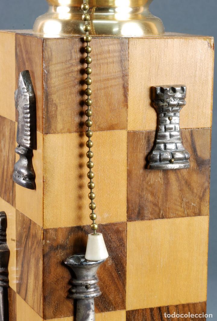 Vintage: Lampara de mesa en madera tablero y piezas de ajedrez años 70 - Foto 6 - 142133702