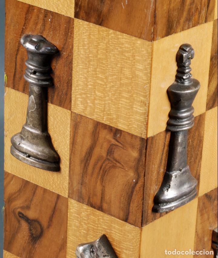 Vintage: Lampara de mesa en madera tablero y piezas de ajedrez años 70 - Foto 7 - 142133702