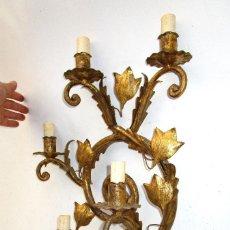 Vintage: GRAN LAMPARA APLIQUE MIDCENTURY EN HIERRO FORJA DORADA TIPO FERRO ART 5 LUCES 65CM ALTURA!. Lote 142465234