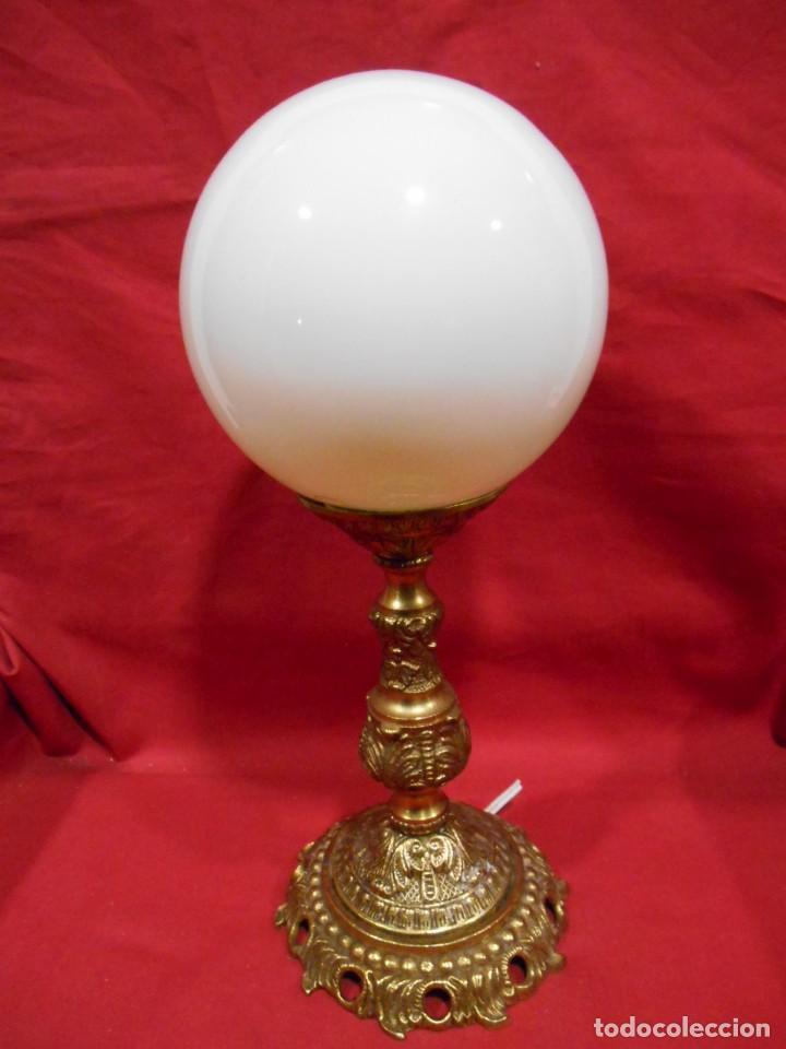 LAMPARA APLIQUE DE BRONCE Y GLOBO DE CRISTAL (Vintage - Lámparas, Apliques, Candelabros y Faroles)