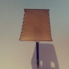 Vintage: LAMPARA DE MESA PANTALLA PERGAMINO. Lote 142807502