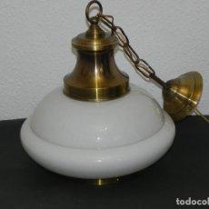 Vintage: ** PRECIOSA LÁMPARA DE OPALINA BLANCA Y LATON DORADO **. Lote 142822018