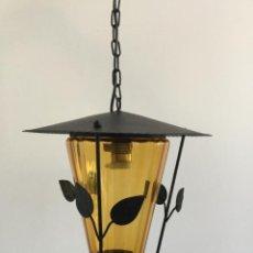 Vintage: LAMPARA VINTAGE DE HIERRO FORJA Y CRISTAL AMBAR. Lote 143388334
