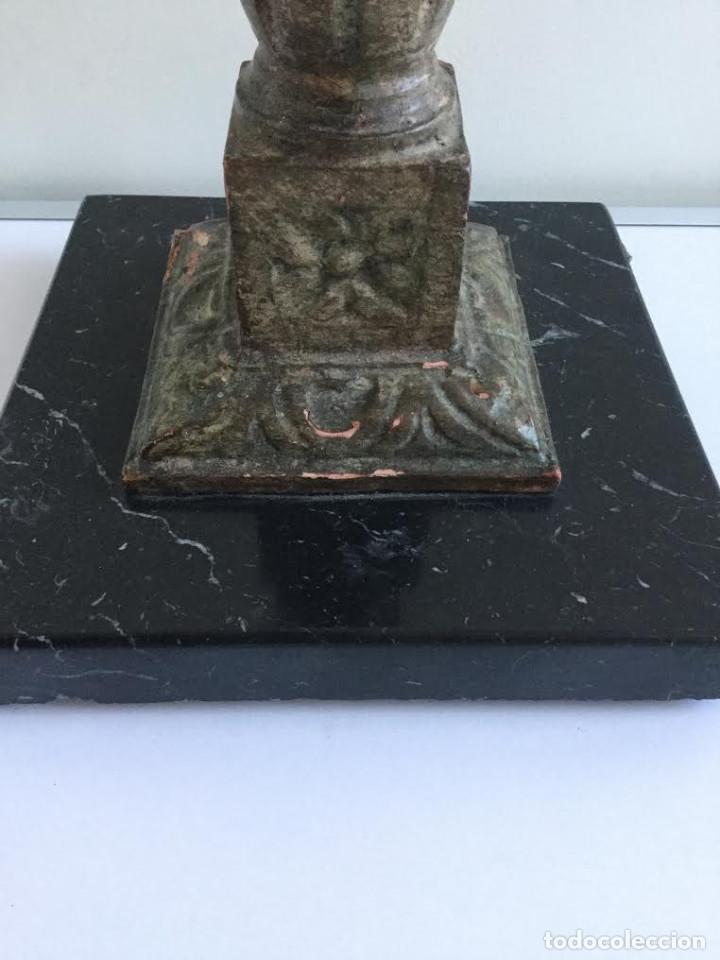 Vintage: Pie de lampara años 70 en marmol negro y madera tallada a mano. - Foto 2 - 143458234
