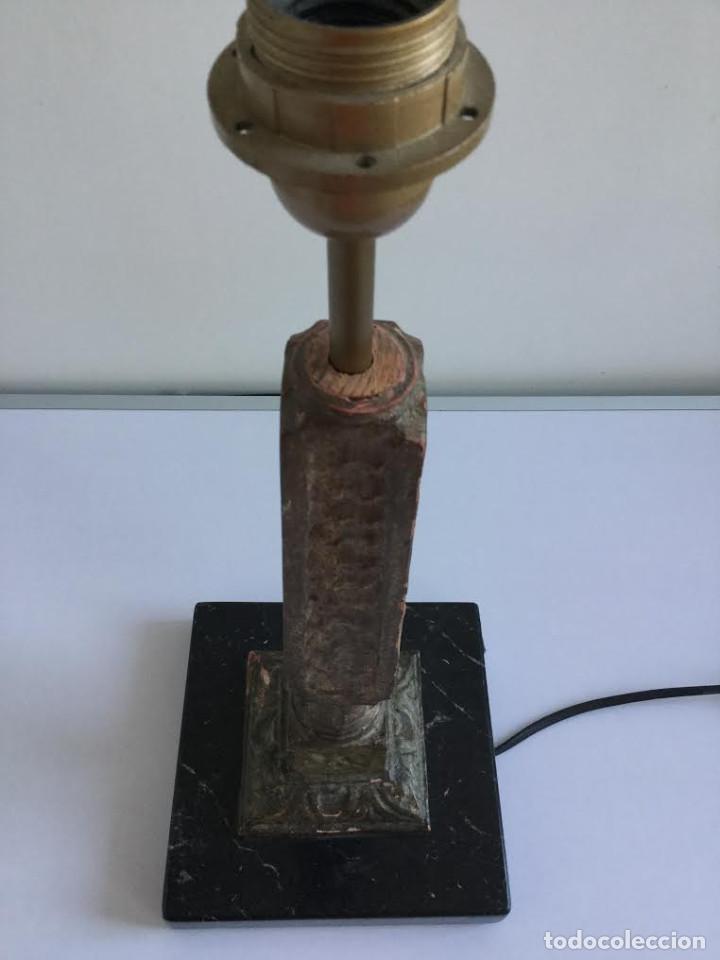 Vintage: Pie de lampara años 70 en marmol negro y madera tallada a mano. - Foto 3 - 143458234