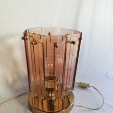 Vintage: LAMPARA ANTIGUA DE MESA DE METAL DORADO Y CRISTAL MURANO TIPO CASCADA VINTAGE AÑOS 70. Lote 144720758