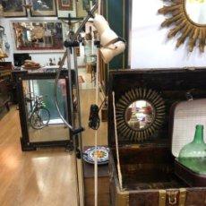 Vintage: LAMPARA DE PIE EN METAL CON DOS FOCOS - AÑOS 70 - VINTAGE. Lote 144875462