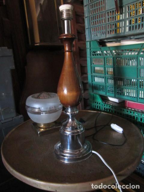 Vintage: Píe de Lámpara de mesa cromado y madera medida 48 X 13 cm. buen estado - Foto 2 - 146009594