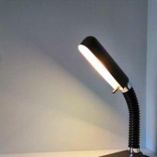Vintage: LAMPARA ARTICULADA VINTAGE DE ESCRITORIO. Lote 146509546