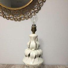 Vintage: LAMPARA CERÁMICA DE MANISES BLANCA. Lote 146896074
