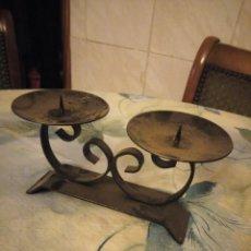 Vintage: BONITO CENTRO DE MESA PARA 2 VELONES DE METAL FORJADO.. Lote 147428830
