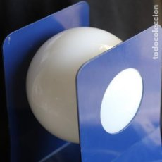 Vintage: LAMPARA DE SOBREMESA VINTAGE CON TULIPA PLASTICO AZUL APLIQUE SOBREMESA METALARTE MARSET ???. Lote 147879558