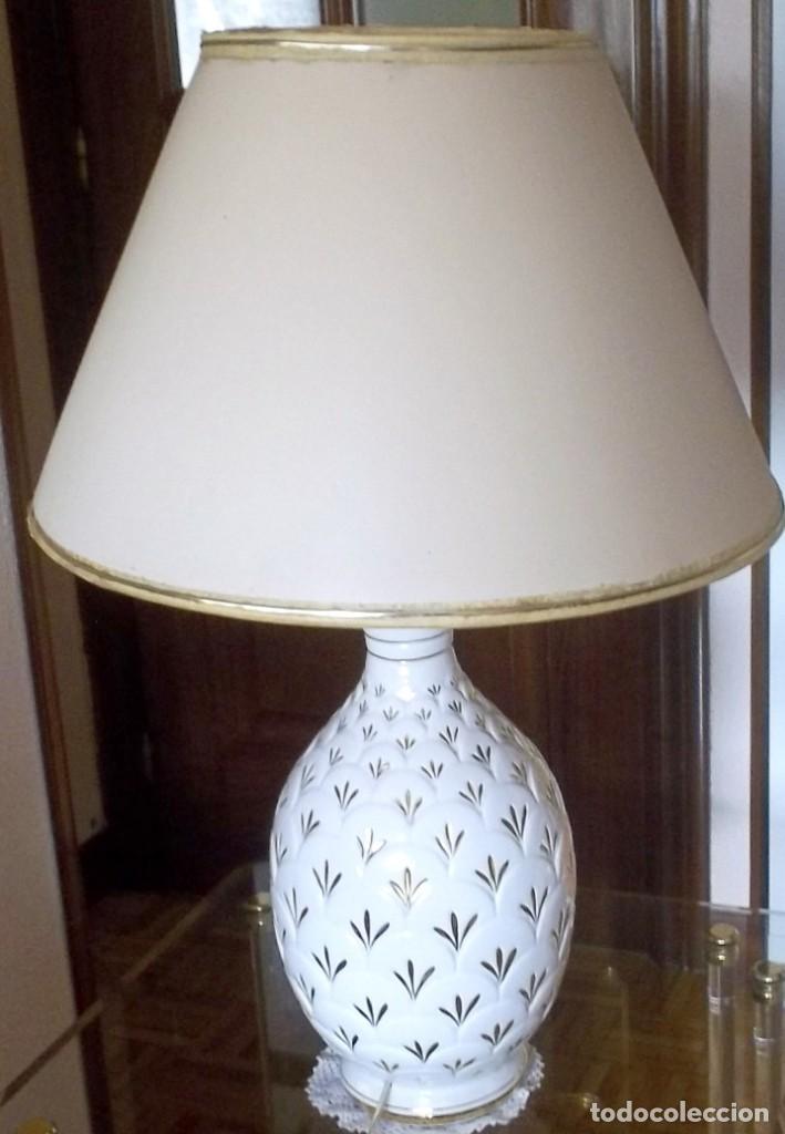 LAMPARA SOBREMESA--PIE PORCELANA CON DORADO-PINTADA A MANO-AÑO 80 (Vintage - Lámparas, Apliques, Candelabros y Faroles)