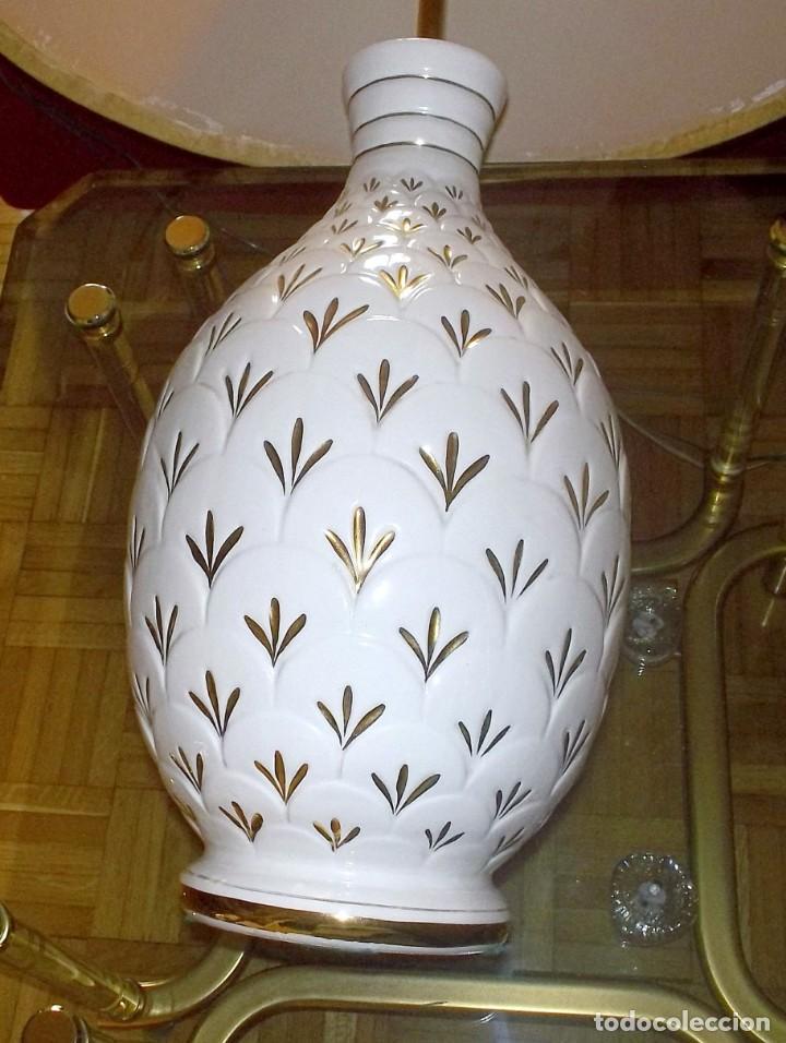 Vintage: LAMPARA SOBREMESA--PIE PORCELANA CON DORADO-PINTADA A MANO-AÑO 80 - Foto 4 - 148704586