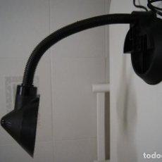 Vintage: LAMPARA SOBREMESA TIPO FLEXO EN NEGRO DE PLÁSTICO.. Lote 151983322