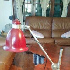 Vintage: LAMPARA MESA INDUSTRIAL ARTICULADA EN ALTURA Y EN INCLINACION FOCO, MUY SOLIDA.. Lote 153441638