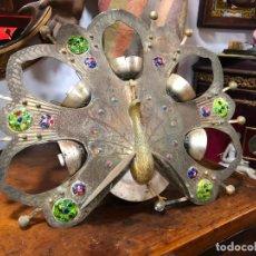 Vintage: PRECIOSA LAMPARA EN FORMA DE PAVO REAL AÑOS 60 EN METAL CON PIEDRAS DE COLORES - MEDIDA 53X46 CM. Lote 153873226