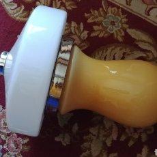 Vintage: LAMPARA VINTAGE EN OPALINA AMARILLA Y BLANCA, MAGNIFICAS MEDIDAS, 34 DIAMETRO X 50 LARGO. Lote 155333256