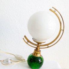 Vintage: LAMPARA DE MEDIA LUNA, TULIPA BLANCA, PIE VIDRIO VERDE. 38 CM DE ALTURA. Lote 155810050