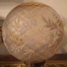 Vintage: LAMPARA GLOBO VINTAGE CON EMBELLECEDOR DE BRONCE. Lote 155875410
