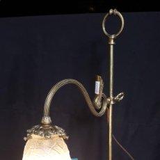 Vintage: LAMPARA DE SOBREMESA DE BRONCE. Lote 159592378