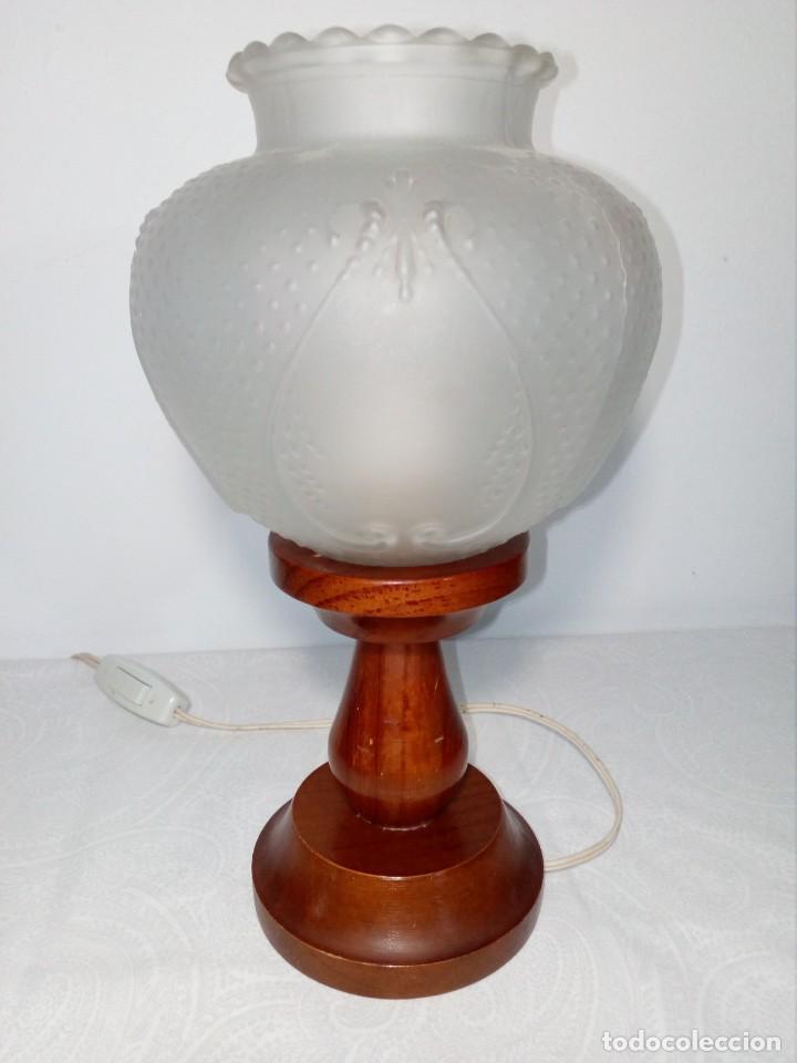 LÁMPARA VINTAGE CON PIE DE MADERA Y TULIPA DE CRISTAL (28 CM ALTO) (Vintage - Lámparas, Apliques, Candelabros y Faroles)
