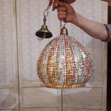 Vintage: BONITA LAMPARA DE TECHO DE 35CM DIAMETRO Y 31 LARGO DE CRISTALITOS PEGADOS Y ESMERILA. Lote 93234437