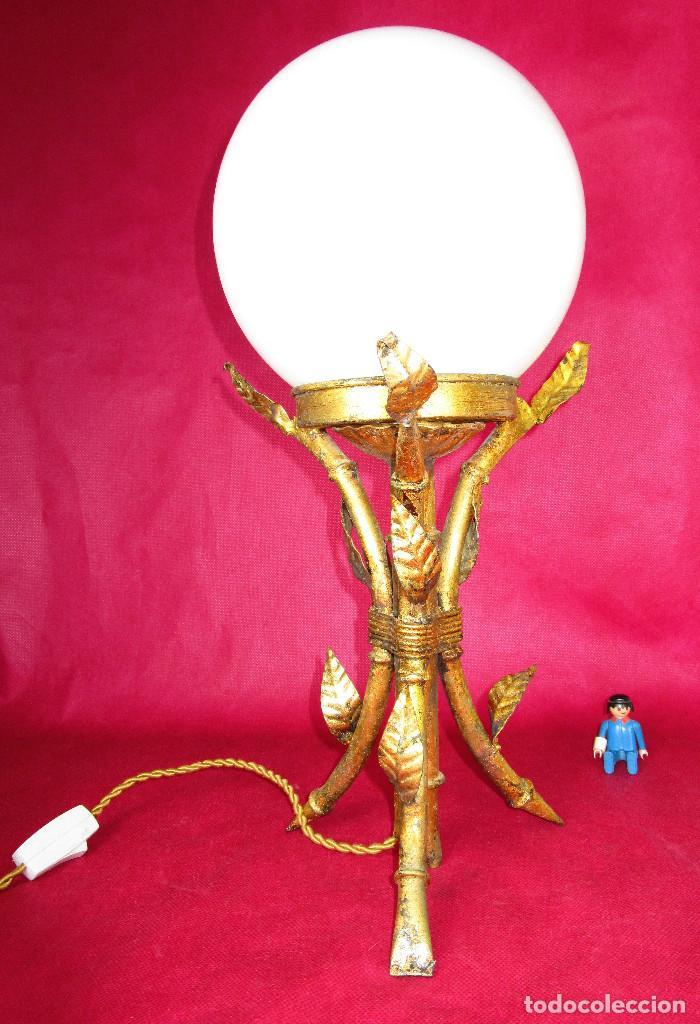 Vintage: RARA LAMPARA MIDCENTURY EN FORJA HIERRO DORADO FALSO BAMBU Y Y GRAN TULIPA OPALINA - Foto 2 - 162960426