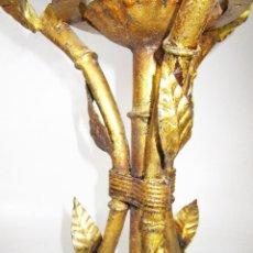 Vintage: RARA LAMPARA MIDCENTURY EN FORJA HIERRO DORADO FALSO BAMBU Y Y GRAN TULIPA OPALINA. Lote 162960426