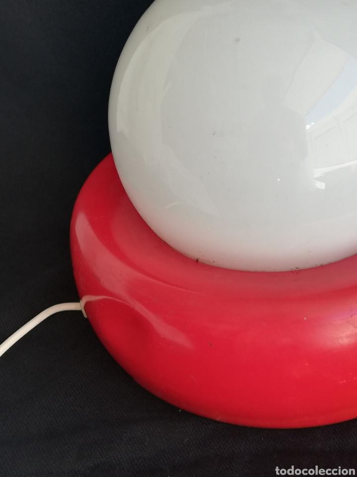 Vintage: Lampara retro pop de mesa rojo y blanco opalina y metal vintage-iluminacion años 70 - Foto 8 - 163999252