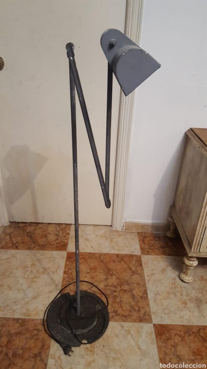 LÁMPARA DE PIE INDUSTRIAL ANTIGUA (Vintage - Lámparas, Apliques, Candelabros y Faroles)