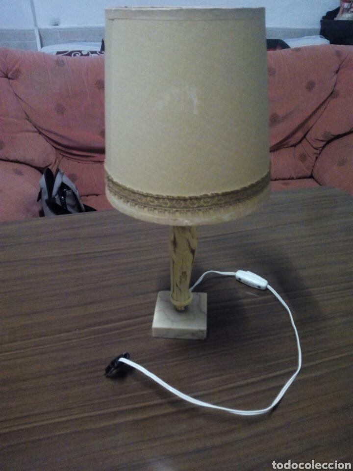 LAMPARA DE NOCHE CON PEANA FIGURA ORIENTAL DE MARMOL AÑOS 60 (Vintage - Lámparas, Apliques, Candelabros y Faroles)