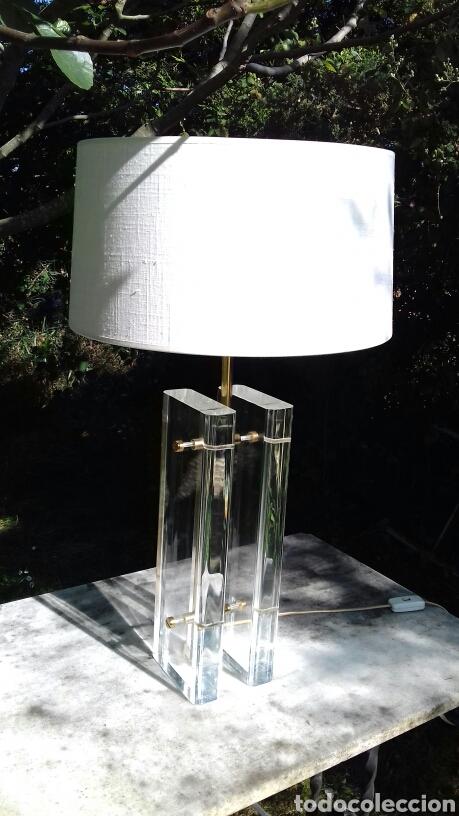 LAMPARA DE SOBREMESA DE METACRILATO Y METAL DORADO - AÑOS 70-80 (Vintage - Lámparas, Apliques, Candelabros y Faroles)