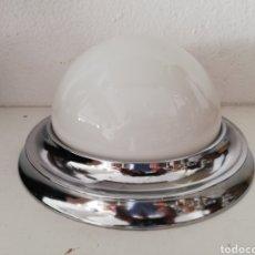 Vintage: LAMPARA PLAFON O APLIQUE ANTIGUO METAL CROMADO Y TULIPA SETA OPALINA BLANCA ORIGINAL VINTAGE AÑOS 70. Lote 169002869