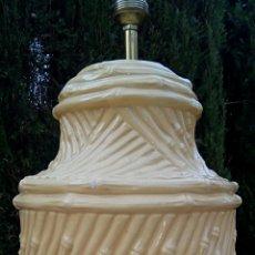 Vintage: LAMPARA DE CERAMICA DE MANISES. CAÑAS DE BAMBU. COLOR CREMA. VINTAGE. AÑOS 1960. Lote 169931489