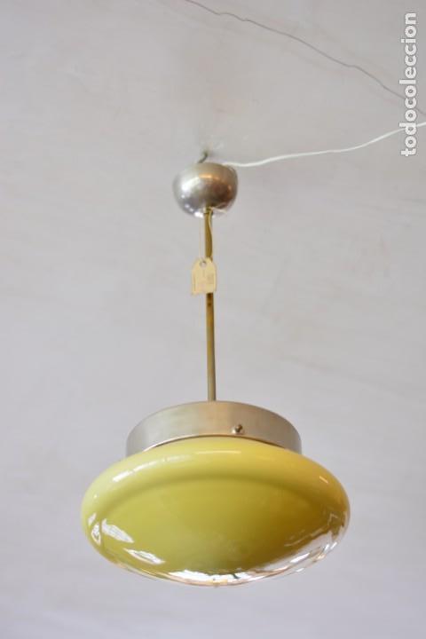 Vintage: Lámpara vintage de techo con gran tulipa o plafón de cristal, iluminación, antigua, retro, años 50 - Foto 3 - 170294080