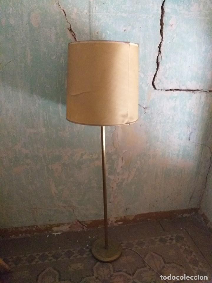 LÁMPARA DE PIE VINTAGE DE LATÓN (Vintage - Lámparas, Apliques, Candelabros y Faroles)