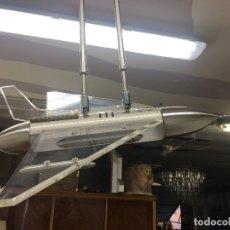 Vintage: LAMPARA DE TECHO EN FORMA DE AVION REACTOR, FABRICADO EN METAL INOX. Y METRAQUILATO. Lote 171257373
