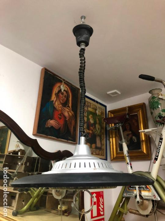 PRECIOSA LAMPARA OVNI EN METAL CON TULIPA DE CRISTAL LABRADO AÑOS 70 - MEDIDA 65X45 CM (Vintage - Lámparas, Apliques, Candelabros y Faroles)