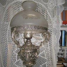 Vintage: EXTRAORDINARIA LAMPARA QUINQUE BRONCE MUY TRABAJADA VER FOTOS ADICIONALES MD 80 CM DE ALTO. Lote 171710505