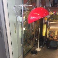Vintage: VINTAGE LAMPARA DE PIE CROMADA CON PANTALLA ROJA DE LOS AÑOS 70. Lote 171943063
