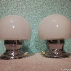Vintage: BONITA PAREJA LAMPARA DE MESA EN METAL CROMADO Y TULIPA OPALINA SETA VINTAGE AÑO70. Lote 172030340
