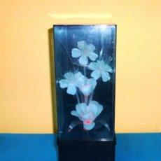 Vintage: LAMPARA VINTAGE CON FLORES DE FIBRA OPTICA.CABIA DE COLORES.. Lote 172913677