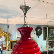 Vintage: PRECIOSA LAMPARA CON TULIPA DE CRISTAL OPALINA OPALINA ROJO - MEDIDA 45 CM - AÑOS 60. Lote 175351607