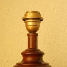 Vintage: MAGNIFICO PIE LAMPARA DE MADERA TALLADA EN UNA PIEZA DE SOBREMESA 1478 GR 36 CM ALTURA BASE 12X12 CM. Lote 178715131