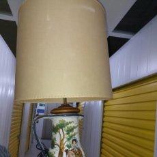 Vintage: ORIGINAL LAMPARA DE MESA DE CERAMICA ESMALTADA EN FORMA DE JARRA. Lote 179541290
