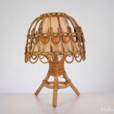 Vintage: LAMPARA SOBREMESA MIMBRE BAMBU RETRO VINTAGE AÑOS 60. Lote 180469146