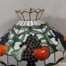 Vintage: LAMPARA DE TECHO VENDIMIA CON CRISTALES ESTILO TIFFANY. Lote 181544450