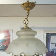 Vintage: MUY BONITA LAMPARA DE TRES LUCES, DE LATÓN, CERÁMICA Y TULIPA DE CRISTAL EN UN MAGNIFICO ESTADO.. Lote 182269222