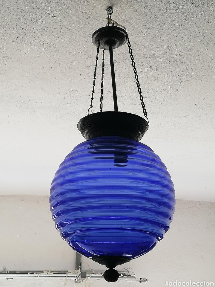 Vintage: Bonita lampara con gran bola de techo estilo modernista en bronce y cristal - Foto 4 - 182589953